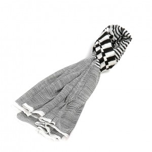Étole noir coton rayures torsadée 110 x 180