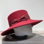 Chapeau bord large feutre laine rouge