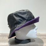 Chapeau bob de pluie noir doublure polaire violet