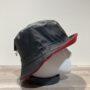 Chapeau bob de pluie noir doublure polaire rouge