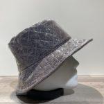 Chapeau bob de pluie tissu ouatiné et soudé avec film transparent gris doublé