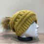Bonnet moutarde avec pompon