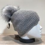Bonnet uni gris doublé avec pompon