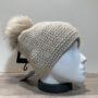 Bonnet uni beige doublé avec pompon