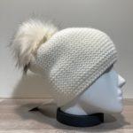Bonnet uni écru doublé avec pompon