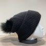 Bonnet uni noir transformable en tour de cou avec pompon