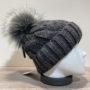 Bonnet tricot torsadé uni gris doublé avec pompon