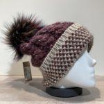 Bonnet bordeaux avec pompon