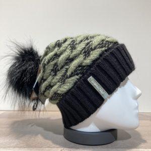 Bonnet vert avec pompon