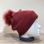 Bonnet uni bordeaux doublé avec pompon