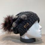 Bonnet noir avec pompon