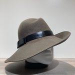 Chapeau feutre laine asymétrique bord franc kaki