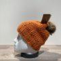 Bonnet tricot uni orange fil en lurex brillant doublé avec pompon Herman