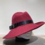 Chapeau feutre laine asymétrique bord franc bordeaux