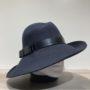 Chapeau feutre laine asymétrique bord franc marine