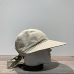 Casquette grande visière beige ajustable