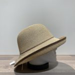 Chapeau cloche beige ajustable