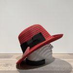 Chapeau cloche rouge nœud noir