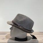 Chapeau trilby gris paille papier malléable