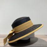Chapeau noir paille cousue avec ruban or