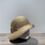 Chapeau cloche asymétrique paille cousue
